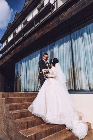 Продам королівську весільну сукню