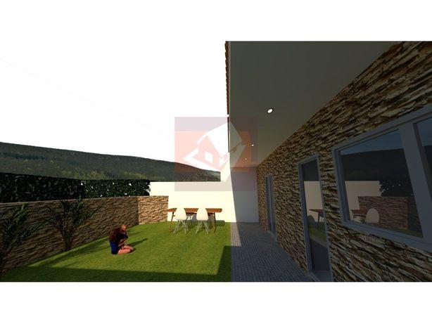Moradia V4 em construção na Serra de Casal de Cambra