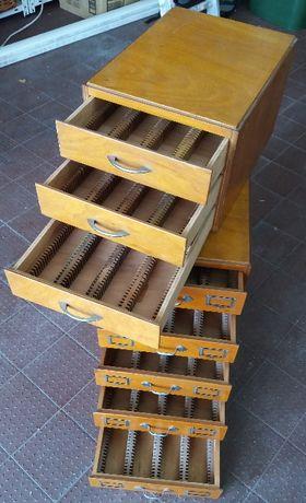 Estantes vintage para slides em madeira