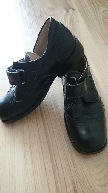 Buty wyjściowe chłopięce skóra, r. 27, dł wkładki 18 cm, bdb