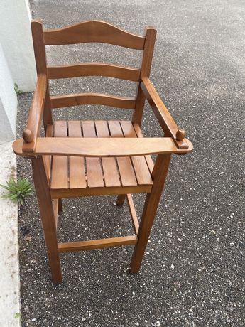 Cadeira de refeiçäo
