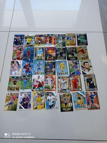 Karty piłkarskie różnych edycji