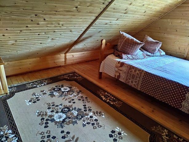 Здається котедж, кімнати для відпочинку.