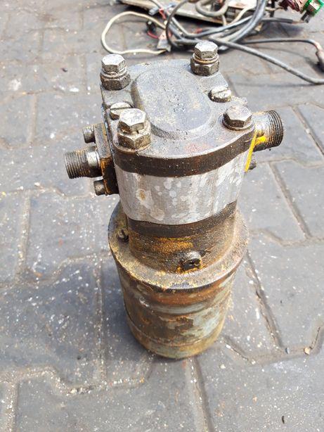 Silnik 24V z pompą hydrauliczna Boscha.
