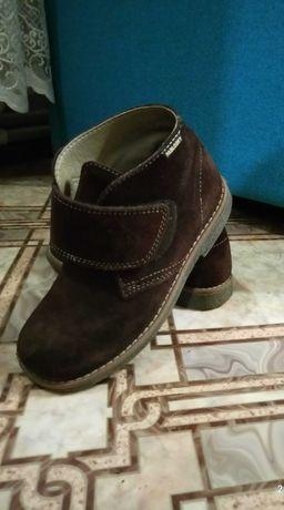 Продам демисезонные фирменные ботиночки на мальчика