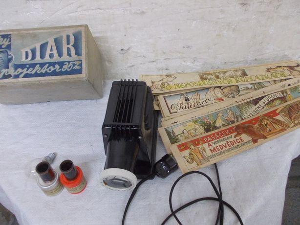 Zabytkowy bakelitowy projektor rzutnik Diar sprawny z 12 x bajkami