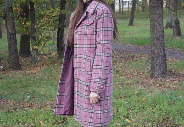 Różowy vintage płaszcz w kratę