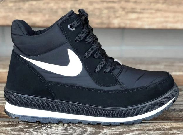Женские зимние ботинки черные на высокой подошве Nike