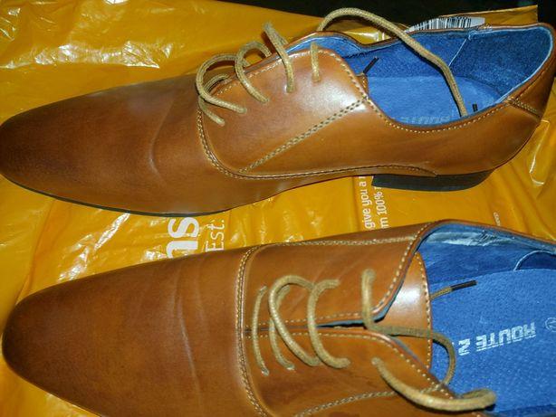 Witam serdecznie państwa mam na sprzedaż piękne pół buty.