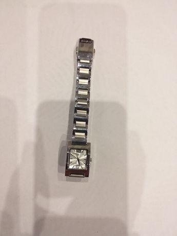 Sprzedam damski zegarek. Stan nowy. Nieużywany.