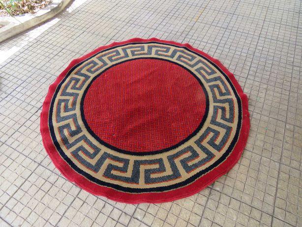 Carpete redonda vermelha