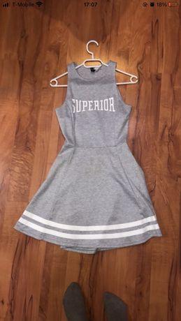 Szara sukienka z H&M z odkrytymi plecami