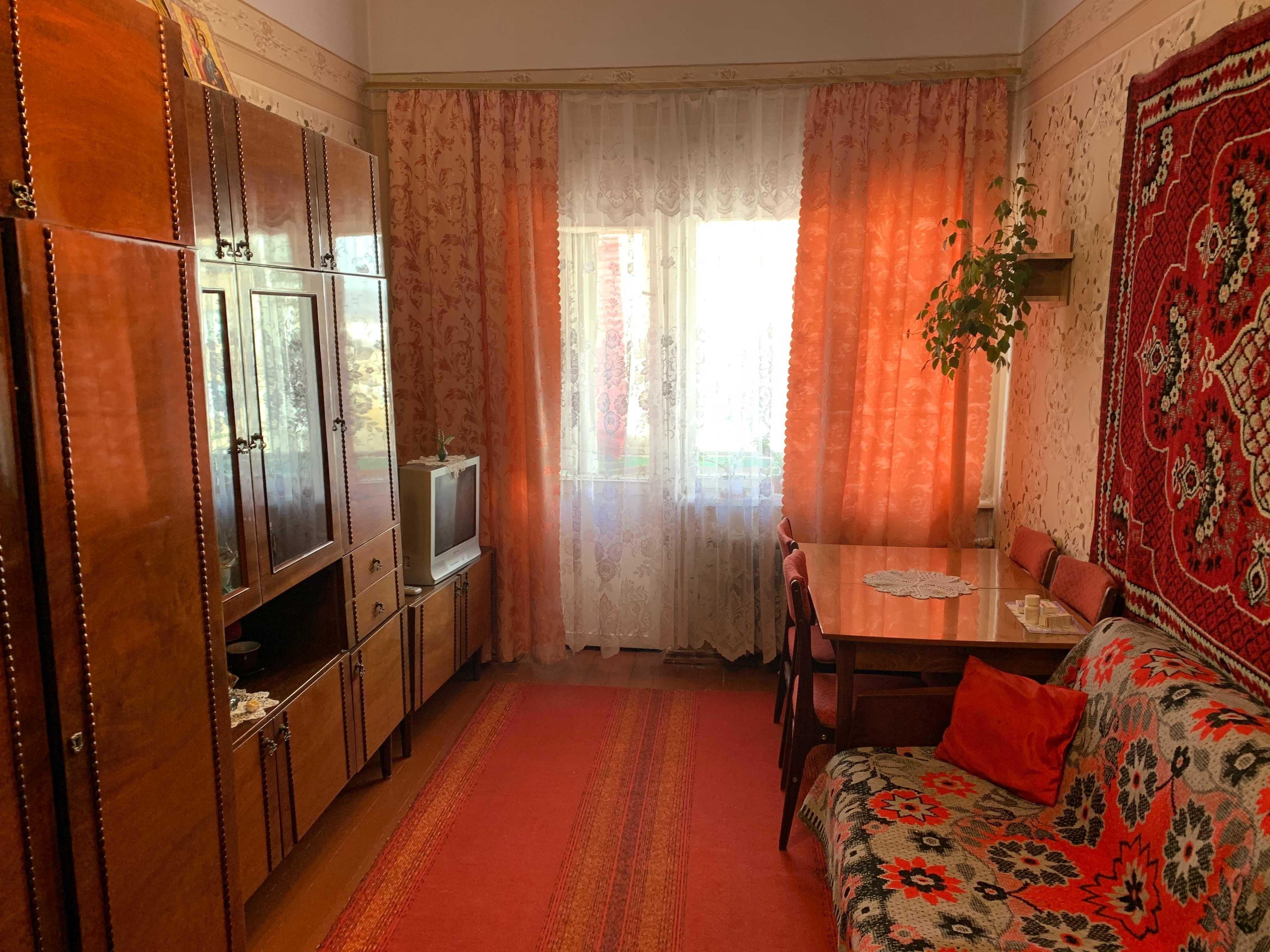1-кімн  киівка 5\5 р-н проспекту Незалежності  новий дах.