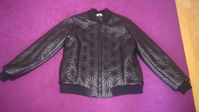 Sprzedam kurtkę bomberkę nową. Kupiona bo się podobała raz założona.