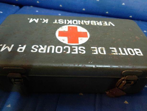 Caixa de primeiros socorros do Jeep Willys