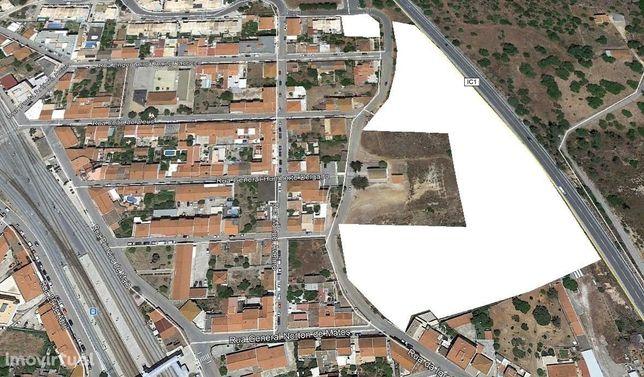 Terreno 5.800m2 em Tunes para 30 Moradias (Loteamento)