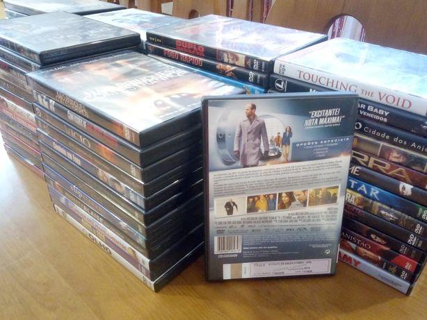 Conjunto de 76 DVDs com filmes diversos