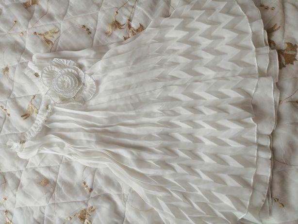 Плаття на 2 рочки молочного кольору.