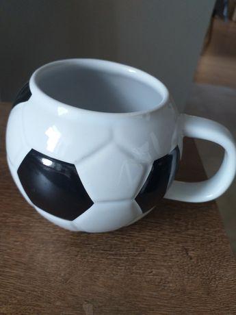 Kubek      piłka
