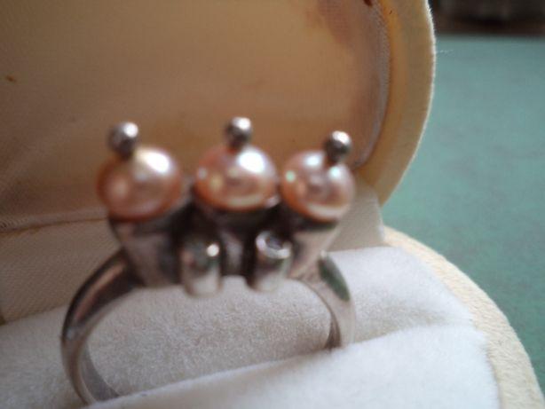 Srebrny pierścionek z perełkami i cyrkoniami r.14