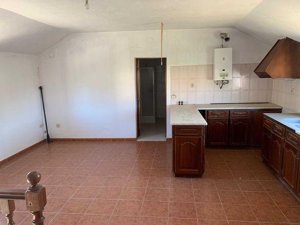 Casa em Avelar com terreno
