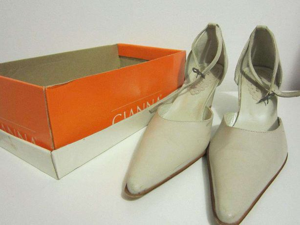 Sapatos cunha cremes 39