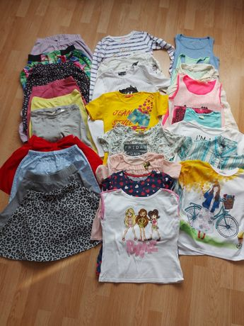Paka ubrań dla dziewczynki w rozmiarze 140 stan idealny( 26 sztuk)