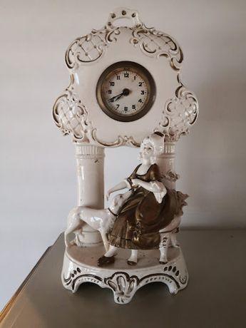 Relógio antigo, em porcelana