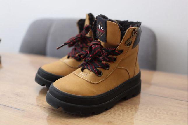 Зимові черевики фірми HM
