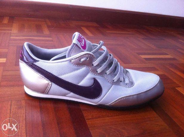 Sapatilhas Nike cinzento prateado e lilás