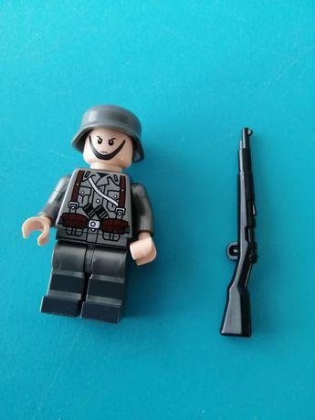 Figurka klocek typu lego żołnierz niemiecki czarny karabin