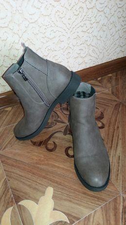 Продам женские ботинки Bench.