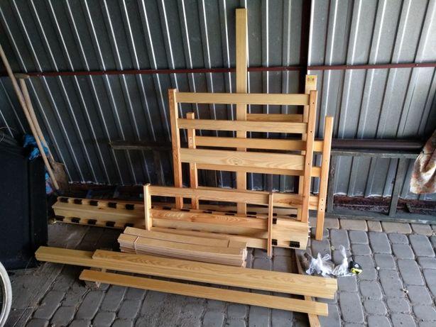 Sprzedam dziecięce drewniane łóżko piętrowe z materacami