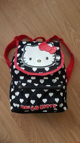 OFERTA PORTES - Mochila Preta com Corações da Boneca Hello Kitty