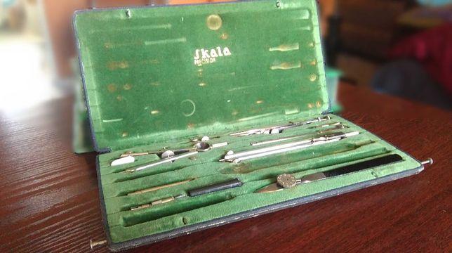 Skala precision zestaw kreślarski zielone obicie antyk PRL retro