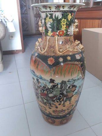 Jarrão chinês pintado à mão.