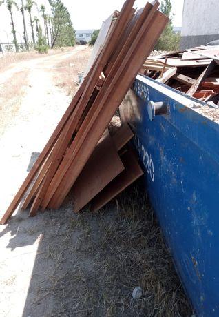 Recolhemos todo o tipo de entulho de obras e resíduos em contentores