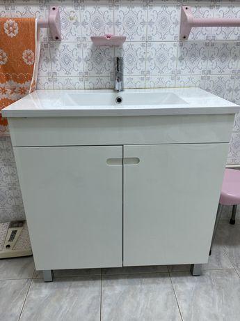Movel casa de banho com lavarório