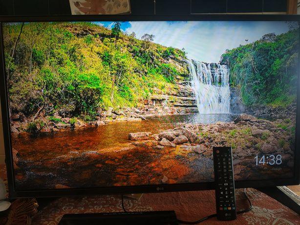 """Televisão 32"""" LG 32LH530V com ChromeCast"""