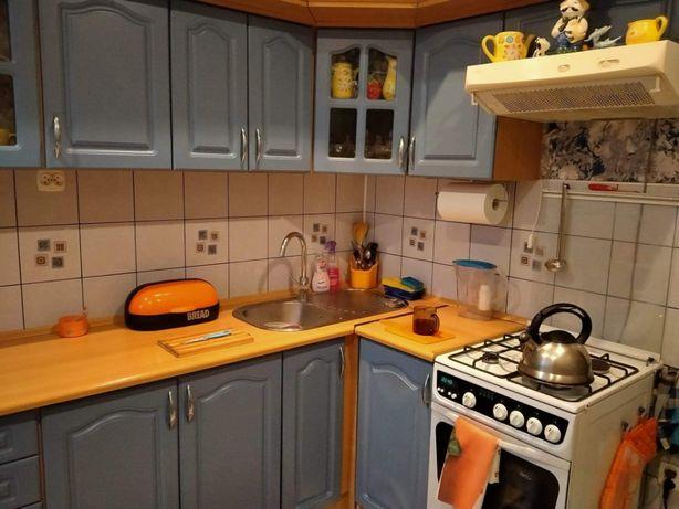 Meble kuchenne narożne szafki, kuchenka, okap, zlew, komplet