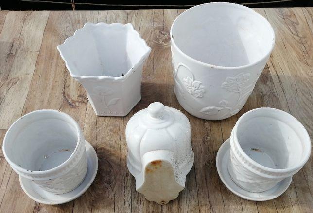 conjunto de vasos brancos