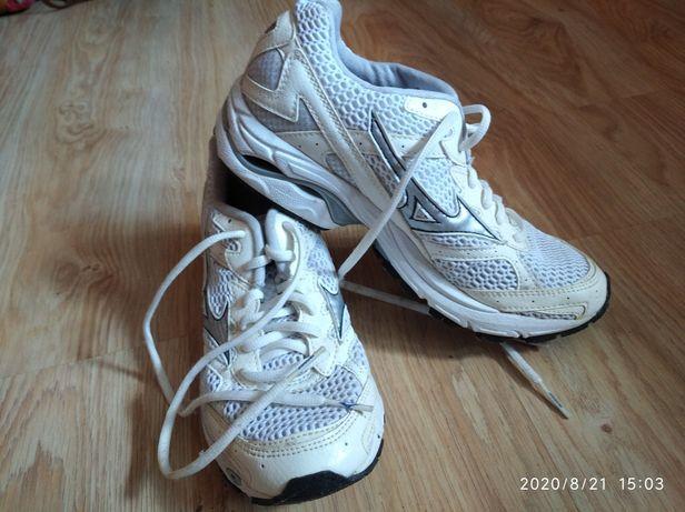Кросовки один раз взуті