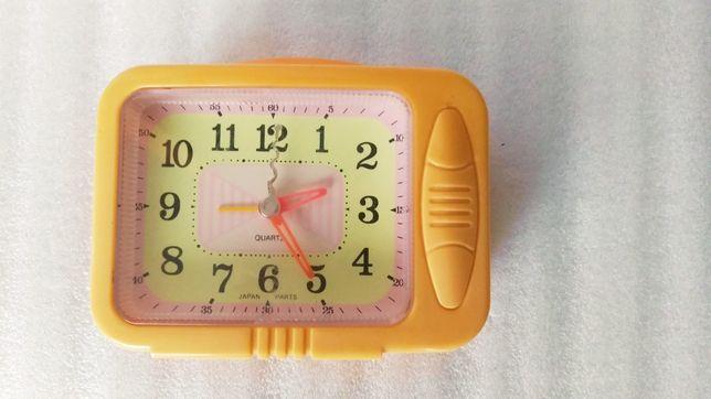 Часы с прерывистым ходом, громким будильником, подсветкой.