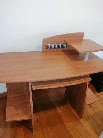 Secretaria em madeira