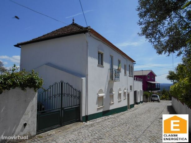 Casa tipicamente Portuguesa com 4 quartos perto da Vila de Alvaiázere.