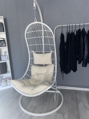 Fotel wiszący biały kokon huśtawka jak nowa białe poduszki