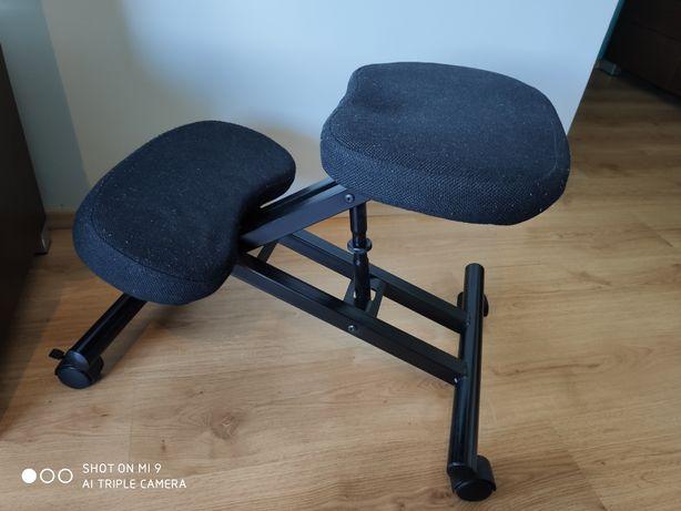 """Krzesło typu """"klęcznik"""""""
