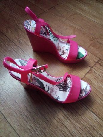 Różowe sandały na koturnie roz. 41