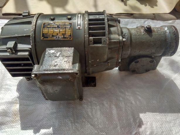 Электродвигатель постоянного тока П-12 с редуктором. Цена 3500 грн. 0,