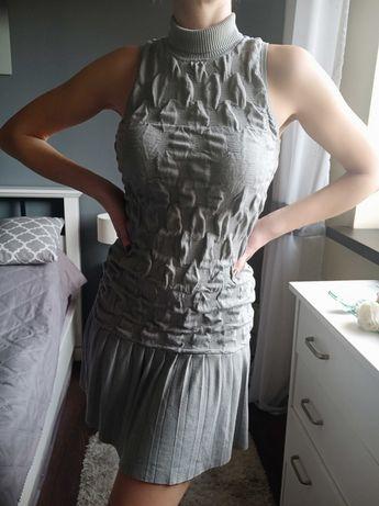 Szara sukienka z golfem